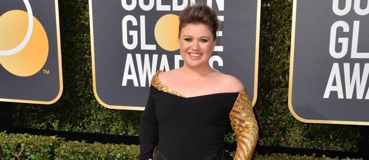 Kelly Clarkson talks about plastic surgery